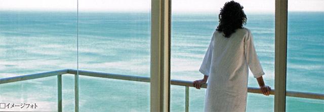バルコニーから見渡す海