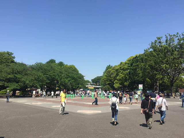 上野動物園前の広場