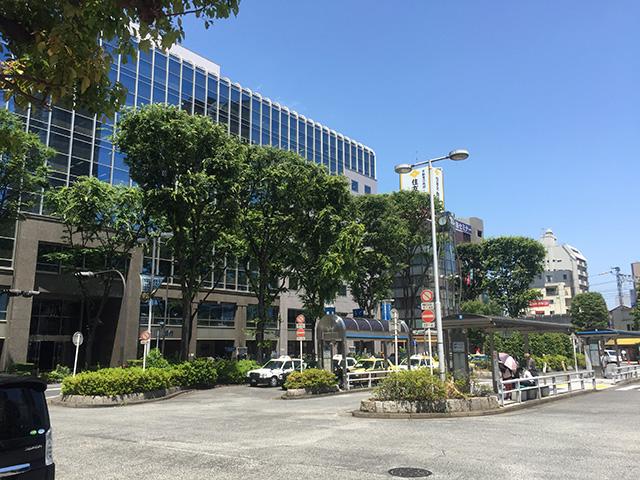 駅前バスターミナル